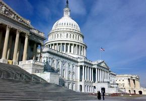 Kongres sídlí v budově Kapitolu ve Washingtonu, D.C.